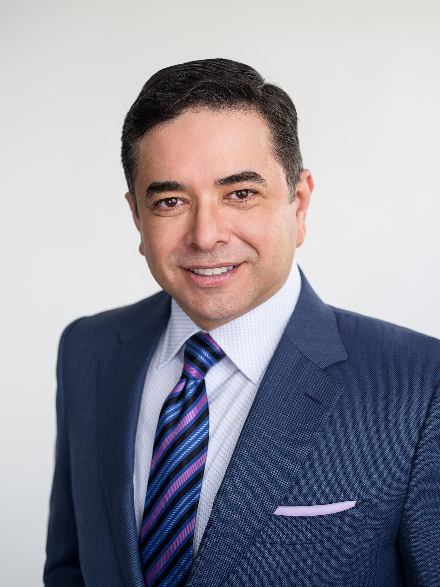 Dr. Esteban López