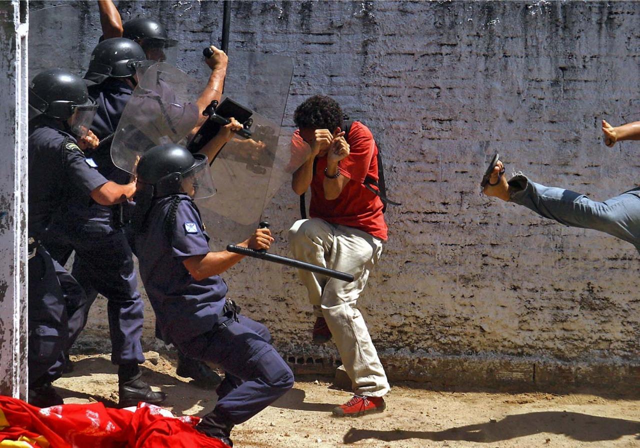 Conflito entre estudantes e a guarda municipal em Fortaleza