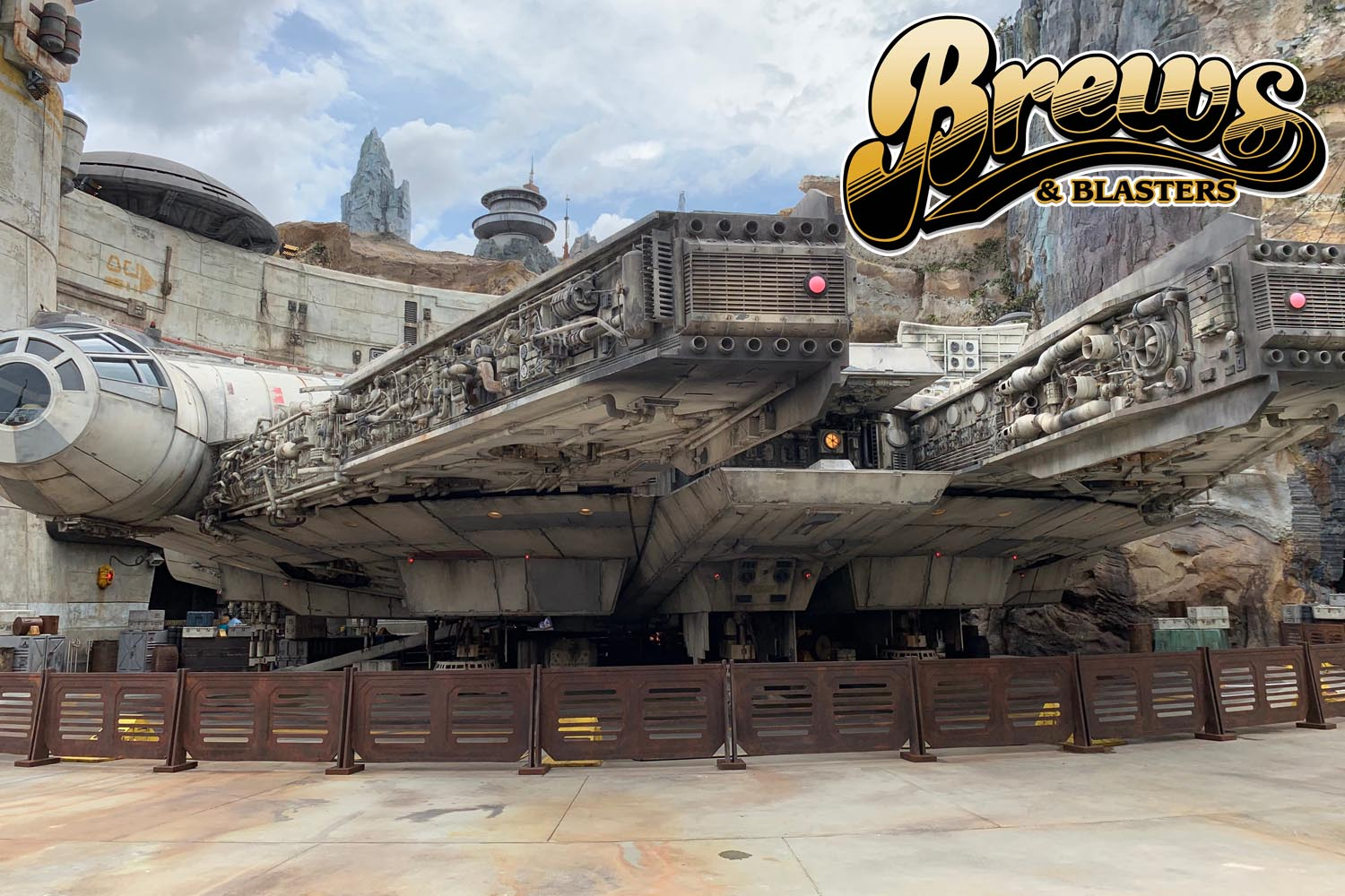 We're drinking hard Italian sodas and recounting trips to Galaxy's Edge before the park even opens to the public, gearing up for Fan Expo Boston, and digging into Star Wars Resistance season 2. Bravazzi! Bravazzi! Chris went to Galaxy's Edge before it's open to the public, and Joe went to an Italian sub shop and read A Crash of Fate. Then, the guys are going to Fan Expo Boston and they're ready to hand out Oppo Awards, but are you ready to receive them? All that, plus Star Wars Resistance season 2, NeedEm GotEm, your voicemails and much, much more. This one's a mammajamma, folks, so enjoy it to the fullest. Bravazzi! The Star Wars Party stats NOW! It's time for Brews and Blasters.