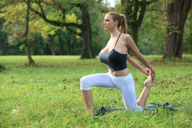 Exercise: 10 best yoga poses for a flat stomach & quick weight loss