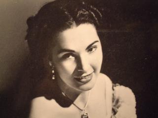 Rosanna Carteri as Mimi