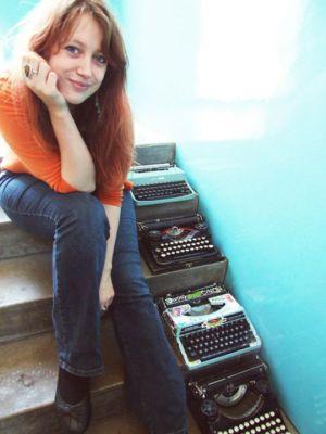 Claire Askew - Poltergeistrix