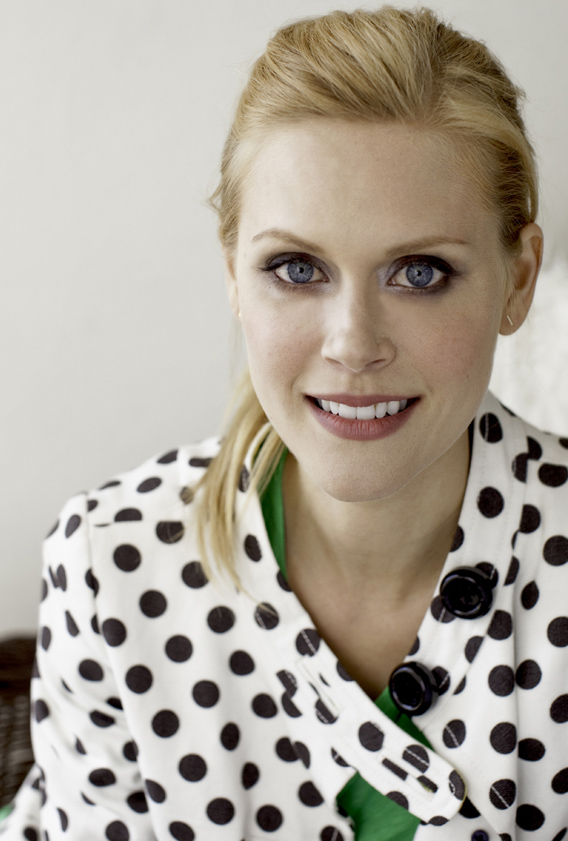 Janet Varney joins the Damn Dirty Geeks to preview Season 2 of STAN AGAINST EVIL just in time for Halloween.