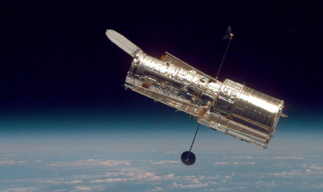 Hubble's 25th anniversary and a news roundup