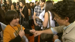 Max's Adventure At The 2009 Kid's Choice Awards. Exclusive Nick Jonas Chat