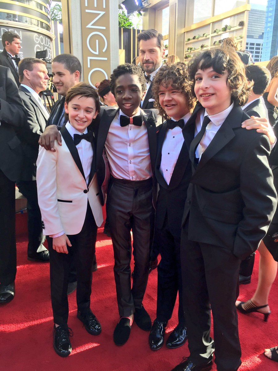 Jamie Lannister (Nikolaj Coster-Waldau) photobombs the Stranger Things Kids!