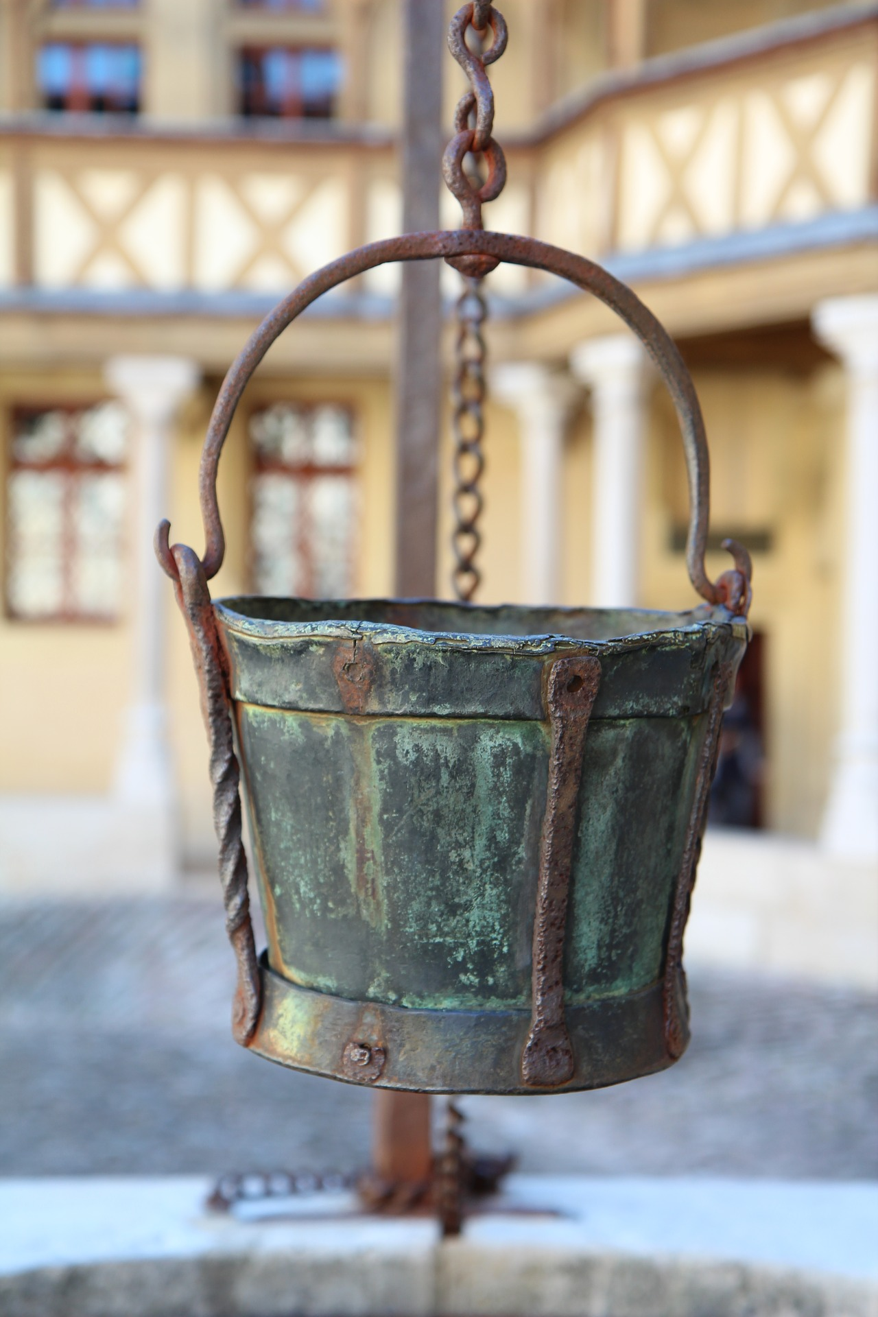 The Bucket - An Italian Folktale