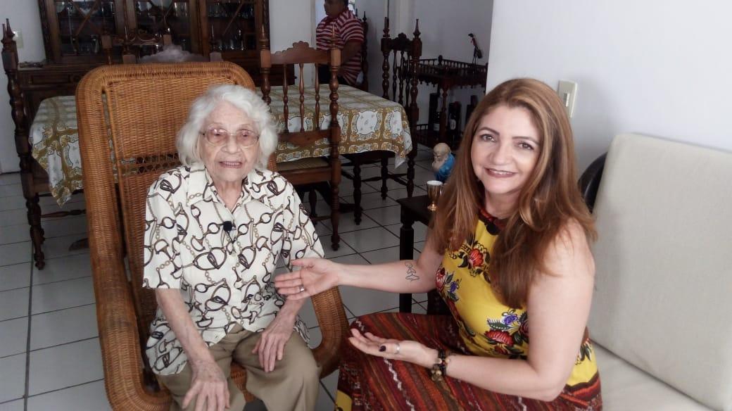 Ian Gomes com a jornalista cearense Adísia Sá