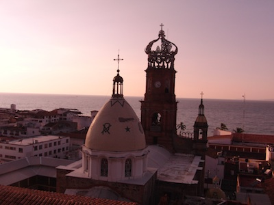 Artwork for Puerto Vallarta, Mexico - Travel in 10 Podcast