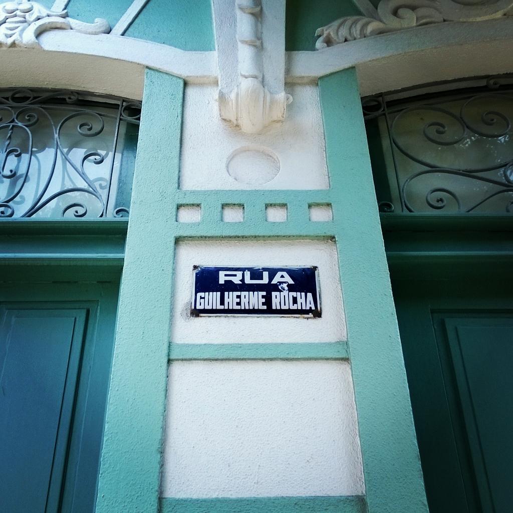 Placa da rua Guilherme Rocha