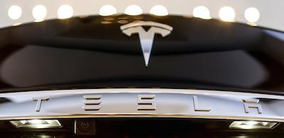El último firmware de Tesla convierte sus coches en discotecas móviles