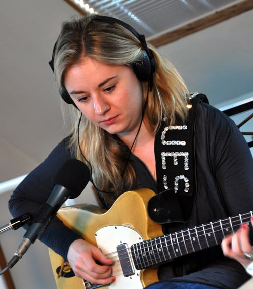 Joanne Shaw Taylor in session