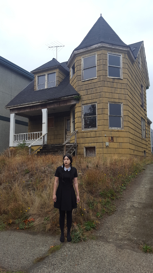 Queen El with Spooky House