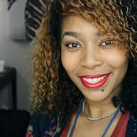 181 - Lakia Robinson runs Tom's social media: Tom talks How We Handle Social Media