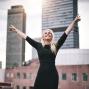 """Artwork for Folge 22: """"Jetzt erst recht!"""" – Vivienne Dübbert, Augenzeugin 9/11, Trainerin und Make-up Artist New York, Managerin in Paris, Bali und Indien mit Yoga, Ayurveda und Kampfkunst. Rednerin und Coach."""