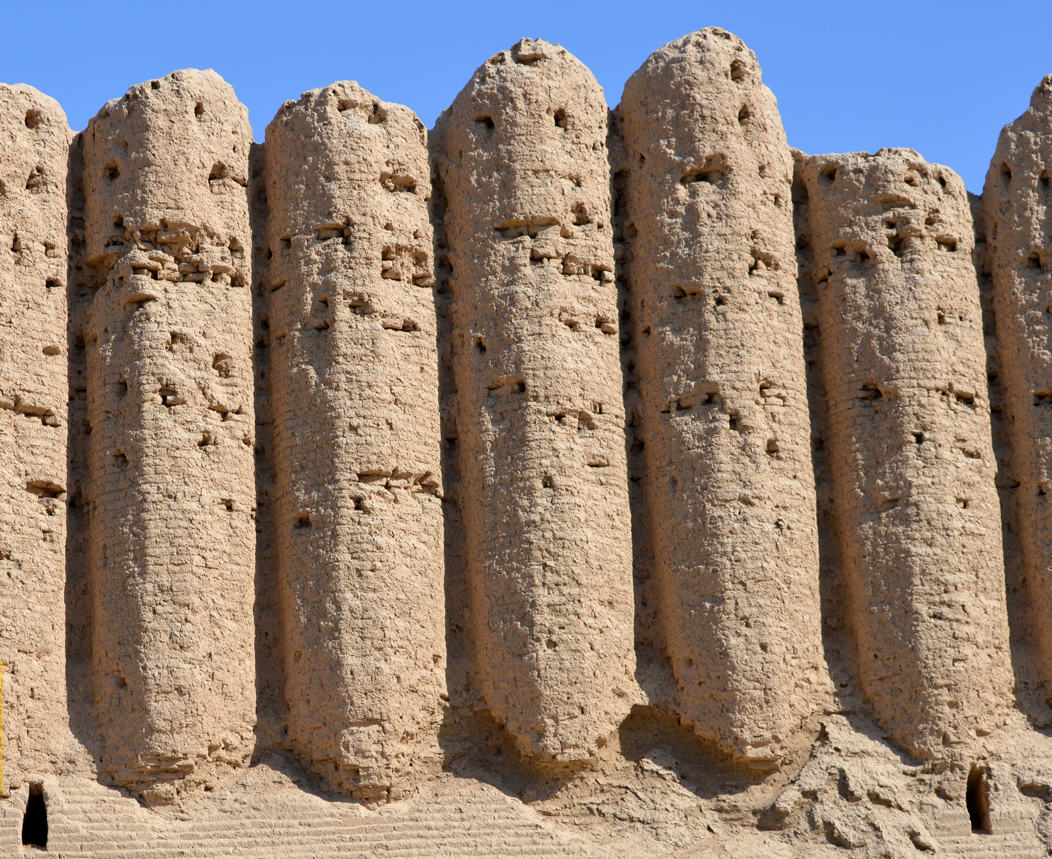 Mud brick fortifcation walls from the 10th century at Merv, Turkmenistan SOURCE: Manu Sobti