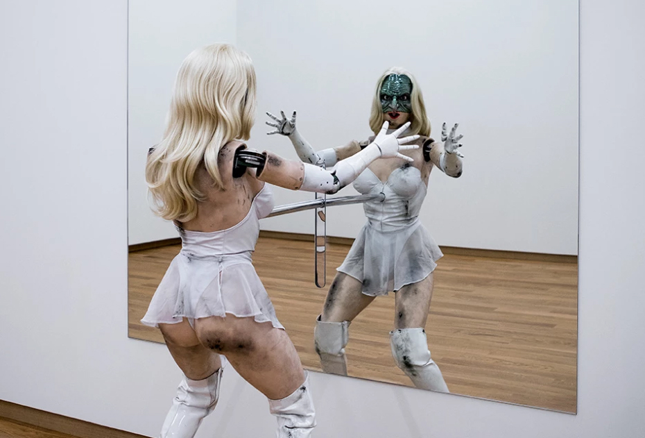 Epis. 265: on Jordan Wolfson's 'Hot and Toxic' art,