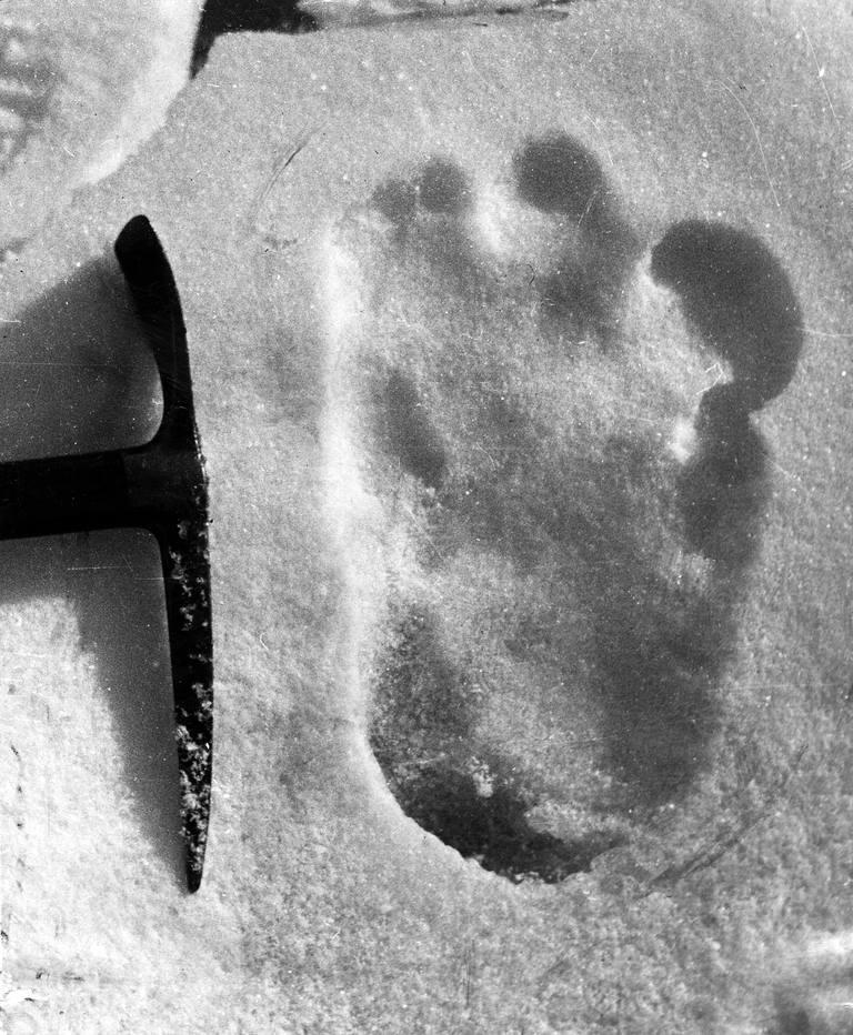 Yeti-Footprints-Belief-Hole-Podcast-Edmund-Hillary-Eric-Shipton2
