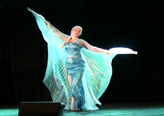 143 - Holly Ween as Elsa