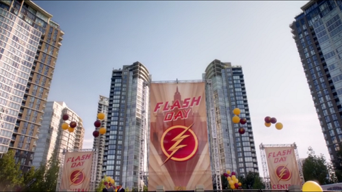 Crimson Comet #36 The Flash 2x01 The Man Who Saved Central City
