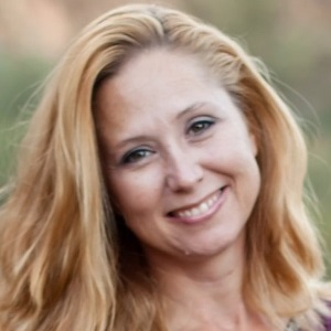 383 - She has the voice of an angel and makes money with it: Tom interviews Angela Ohlfest