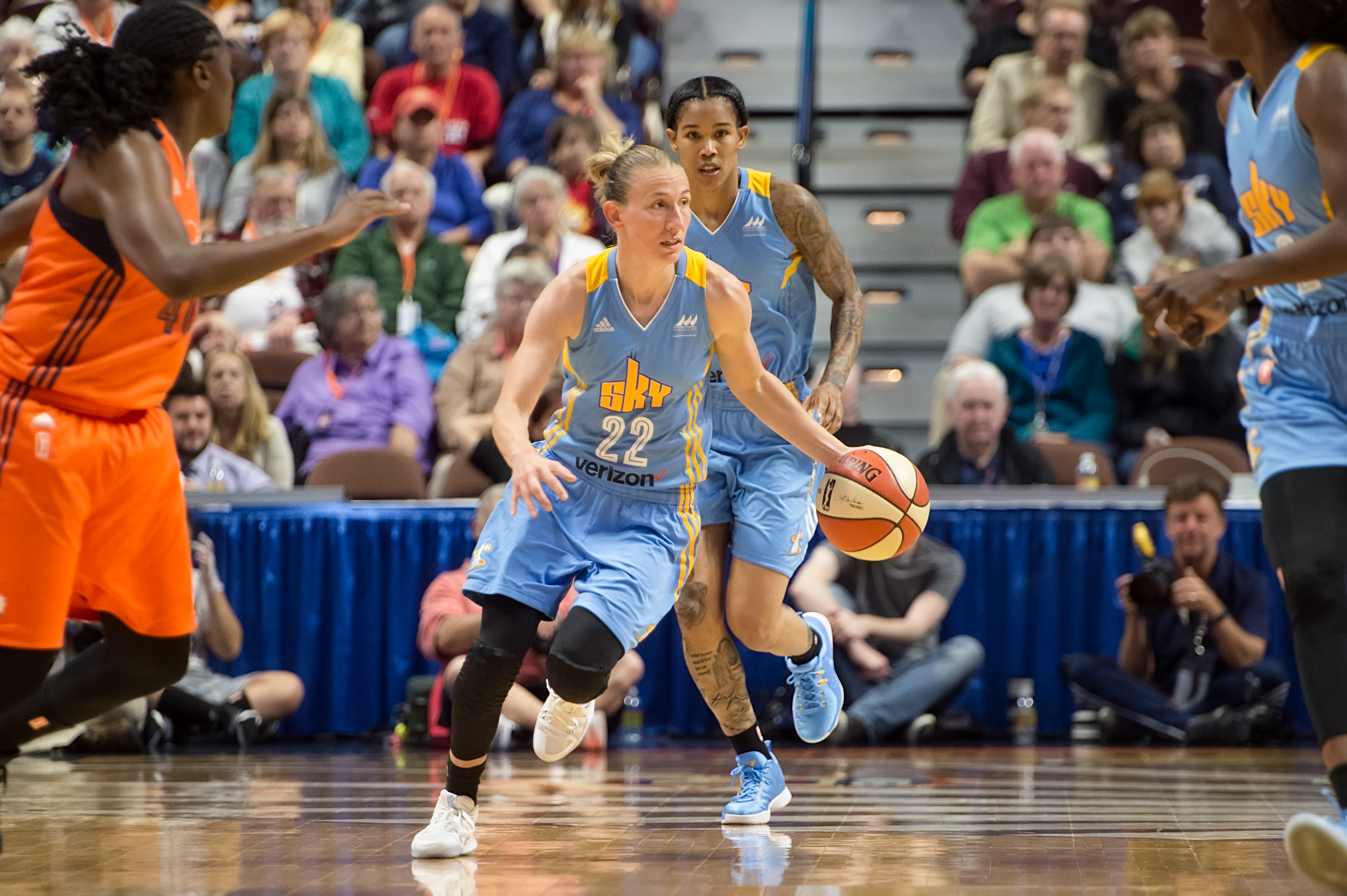Courtney Vandersloot pushes the pace (Photo by Chris Poss)