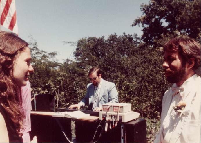 Charlie Kellner playing the alphaSyntauri at Steve Wozniak's wedding.