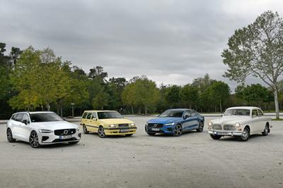 Volvo-Modelle mehrerer Generationen.
