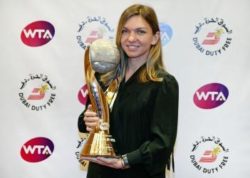 Dubai Duty Free Year-End No.1s Simona Halep (w/ Darren Cahill) & Barbora Krejcikova/Katerina Siniakova